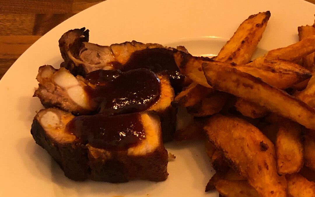 Ribs de porc à la sauce Worcestershire & ses potatoes
