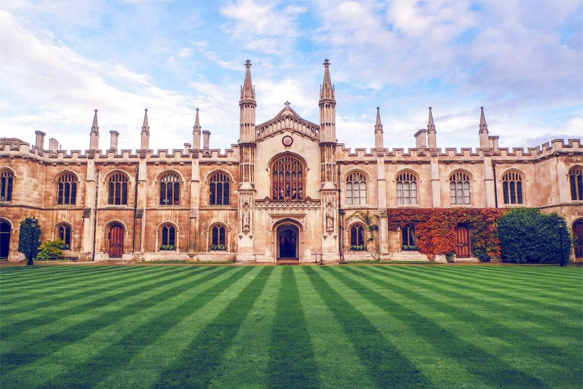 Photo d'un collège avec Cambridge