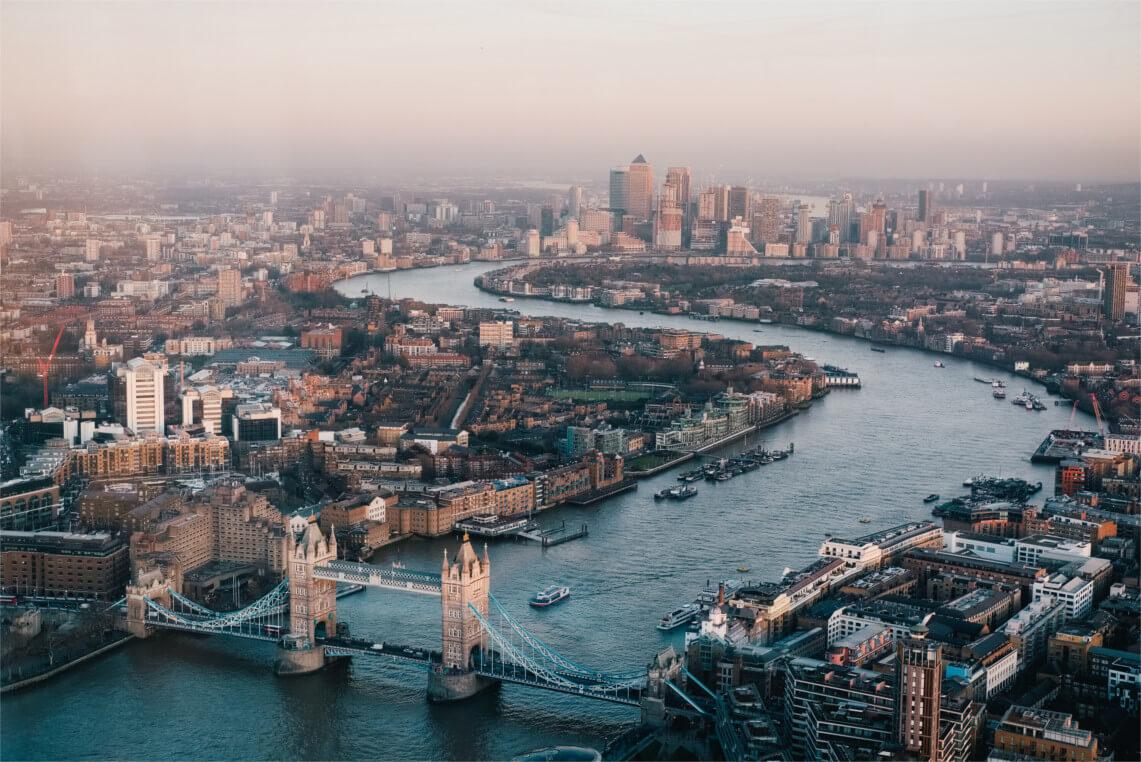 Londres vue sur la Tamise et Tower Bridge